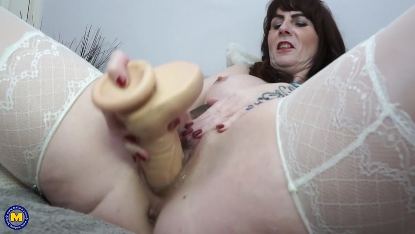 Mature real housewife dildo