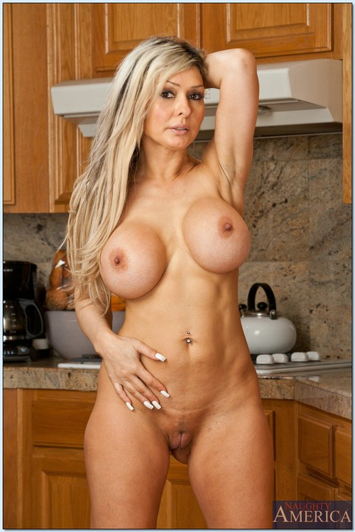 Naked pictures of hot thick moms
